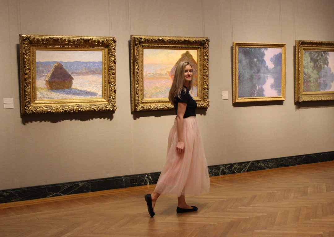 Boston blogger Lindsay Shores with Monets at Museum of Fine Arts